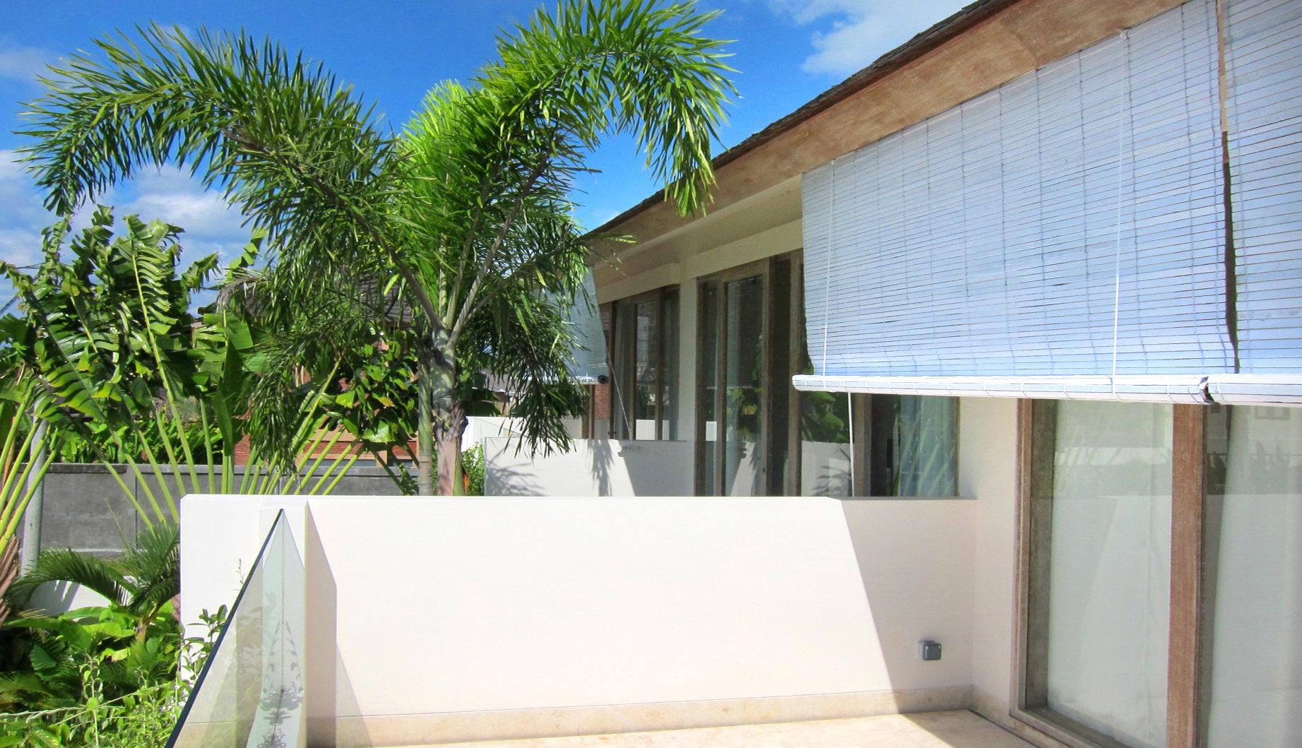 Palm trees balcony villa rossa for Palm tree villas 1